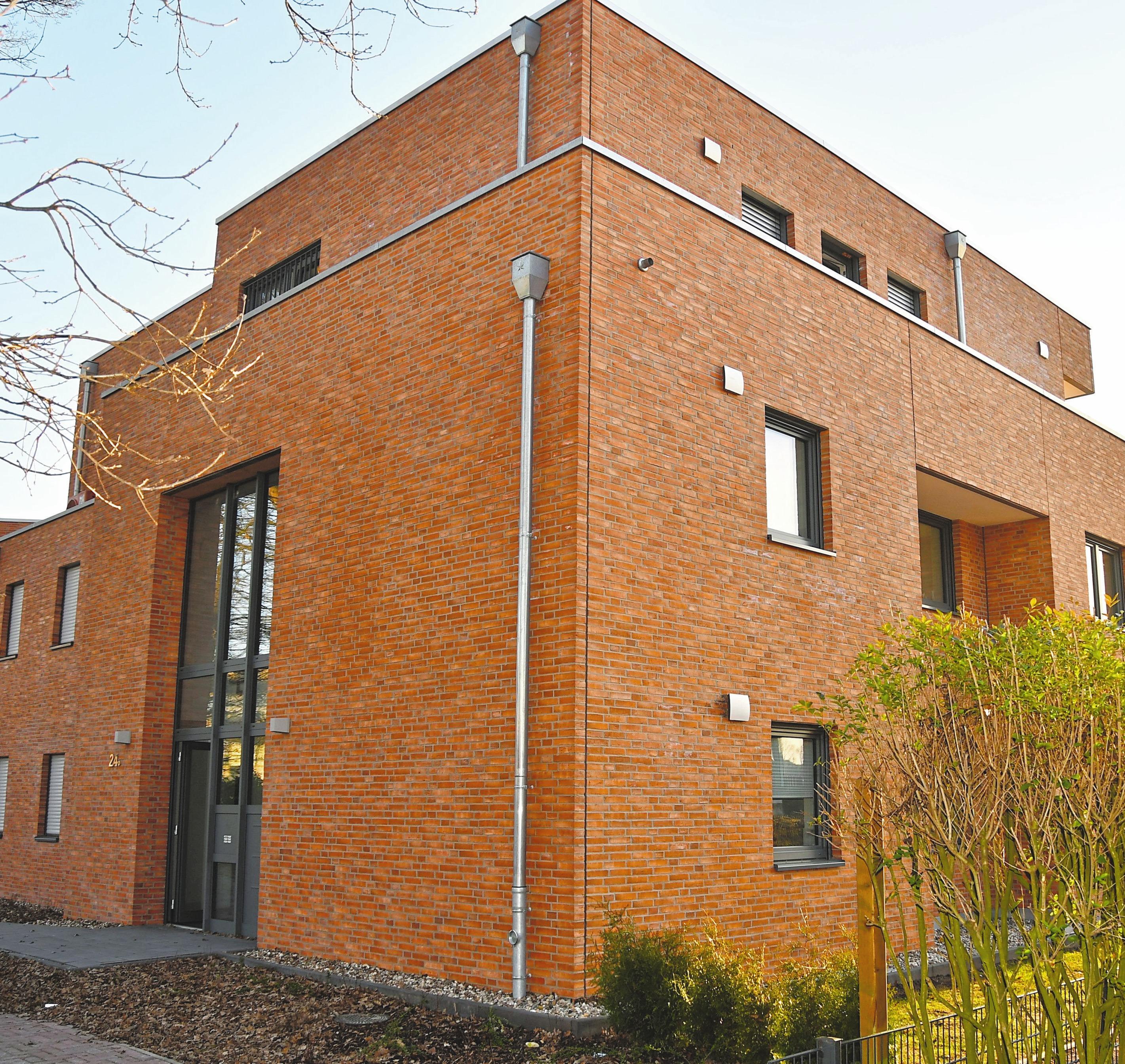 """Der hintere Gebäudekomplex """"Am Diekpohl"""" 24b bietet Platz für fünf Wohnungen mit sonnigen Terrassen und großzügigen Dachterrassen."""