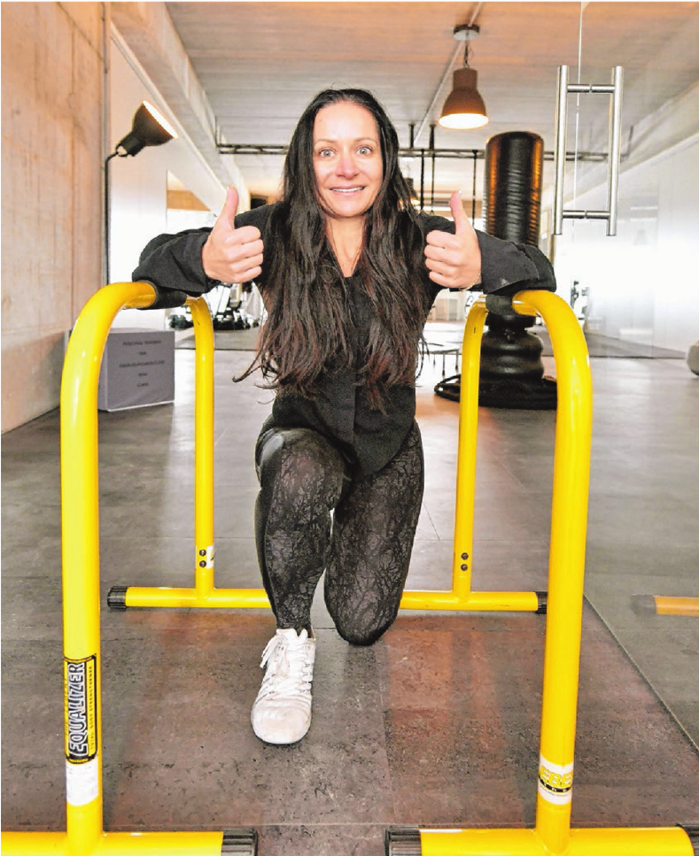 Stephanie Lutrelli ist als Personaltrainerin TÜV-zertifiziert. Ihre Philosophie: Spaß und Motovation in einem hocheffektiven Training zu vereinen. Fotos: Jürgen Emmenlauer