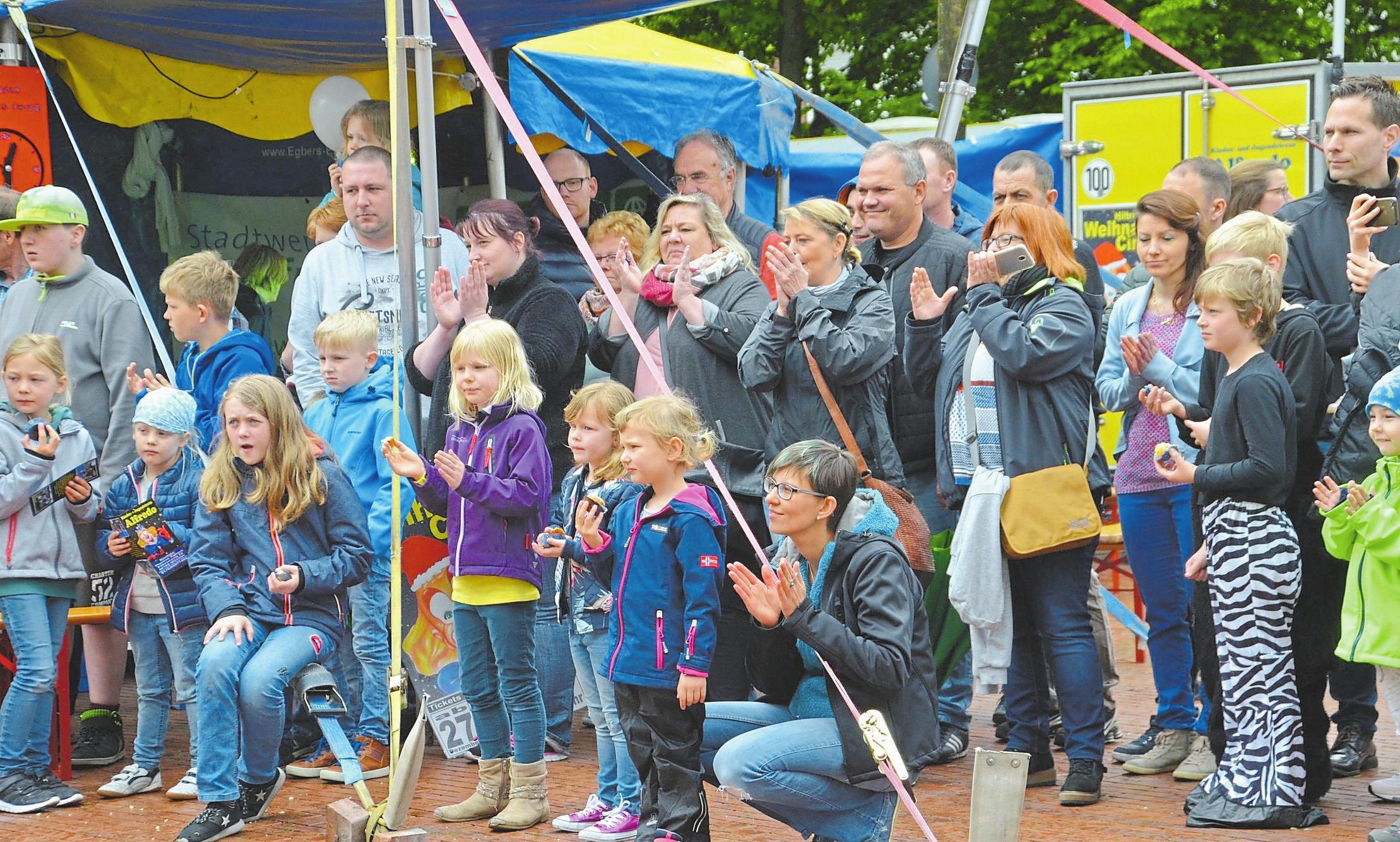 Der Circus Alfredo wird auch am kommenden Sonntag bestimmt wieder viele neugierige Besucher des Brunnenfests anlocken. Foto: Rainer Nix