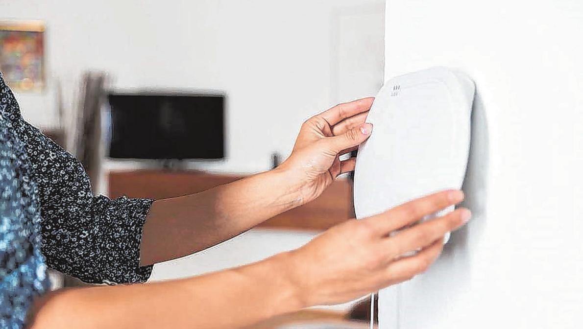 Mehr Sicherheit fürs Zuhause: Heutzutage gibt es zuverlässige Alarmsysteme, die sich mühelos installieren lassen.        Foto: djd/Abus
