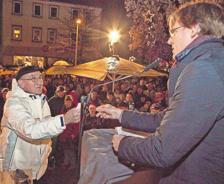 """Mitmachen und gewinnen: Für die große Verlosungsaktion """"Burgdorf leuchtet"""" können Teilnehmer ihre Gewinnkarten einfach in die Boxen der teilnehmenden Geschäfte werfen."""