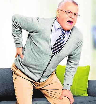 Schmerzender Rücken: Mehr als die Hälfte der Deutschen leidet darunter. FOTO: DPA