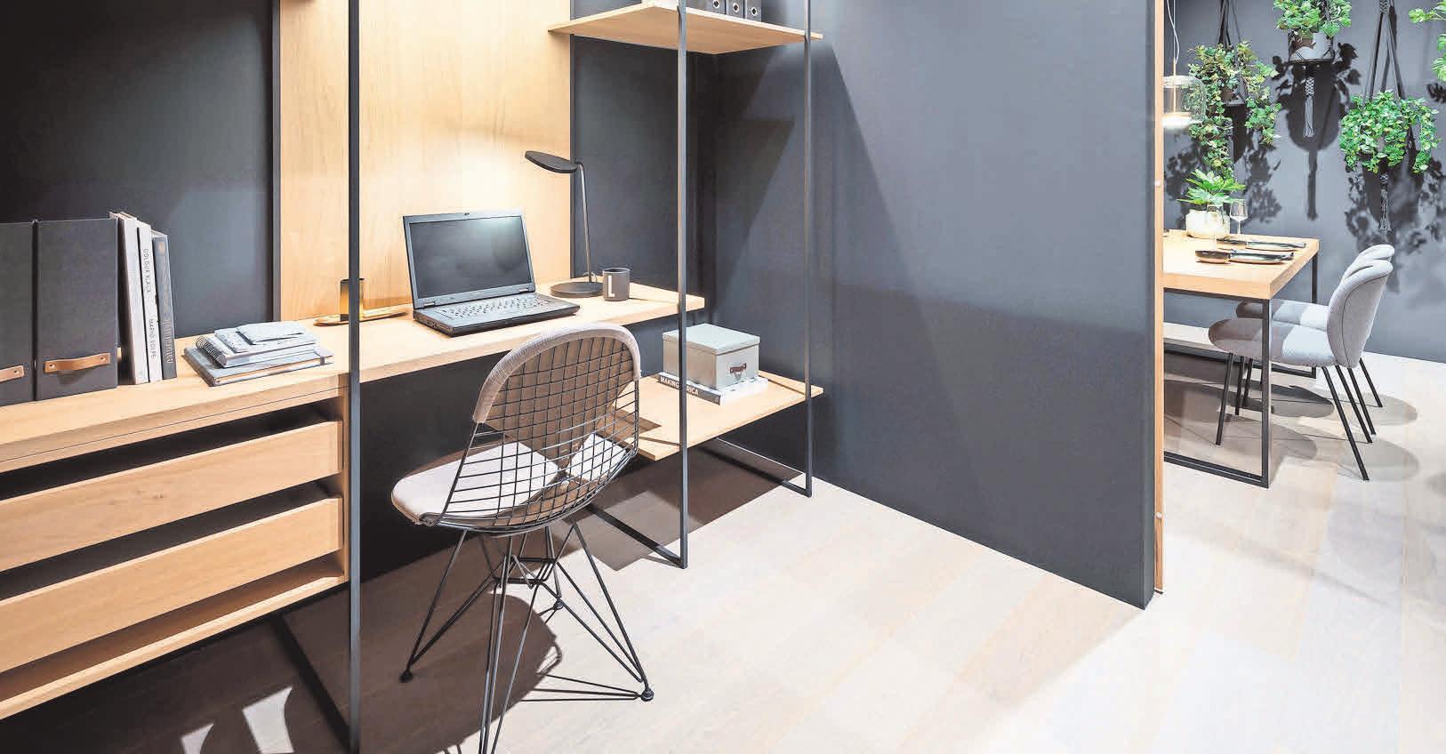 Der in den Raum integrierte Kubus wird zur Arbeitsecke. Foto: Constantin Meyer/dpa-Magazin