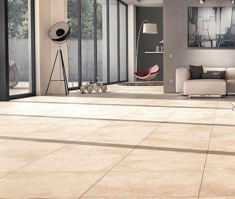 Moderne XL-Bodenfliesen schaffen mit lebendigen Oberflächenstrukturen eine wohnliche Raumatmosphäre und leiten wie jede andere Keramikfliese die Wärme aus der Fußbodenheizung quasi verlustfrei weiter. Bild: djd/Deutsche-Fliese.de/StröherLiving