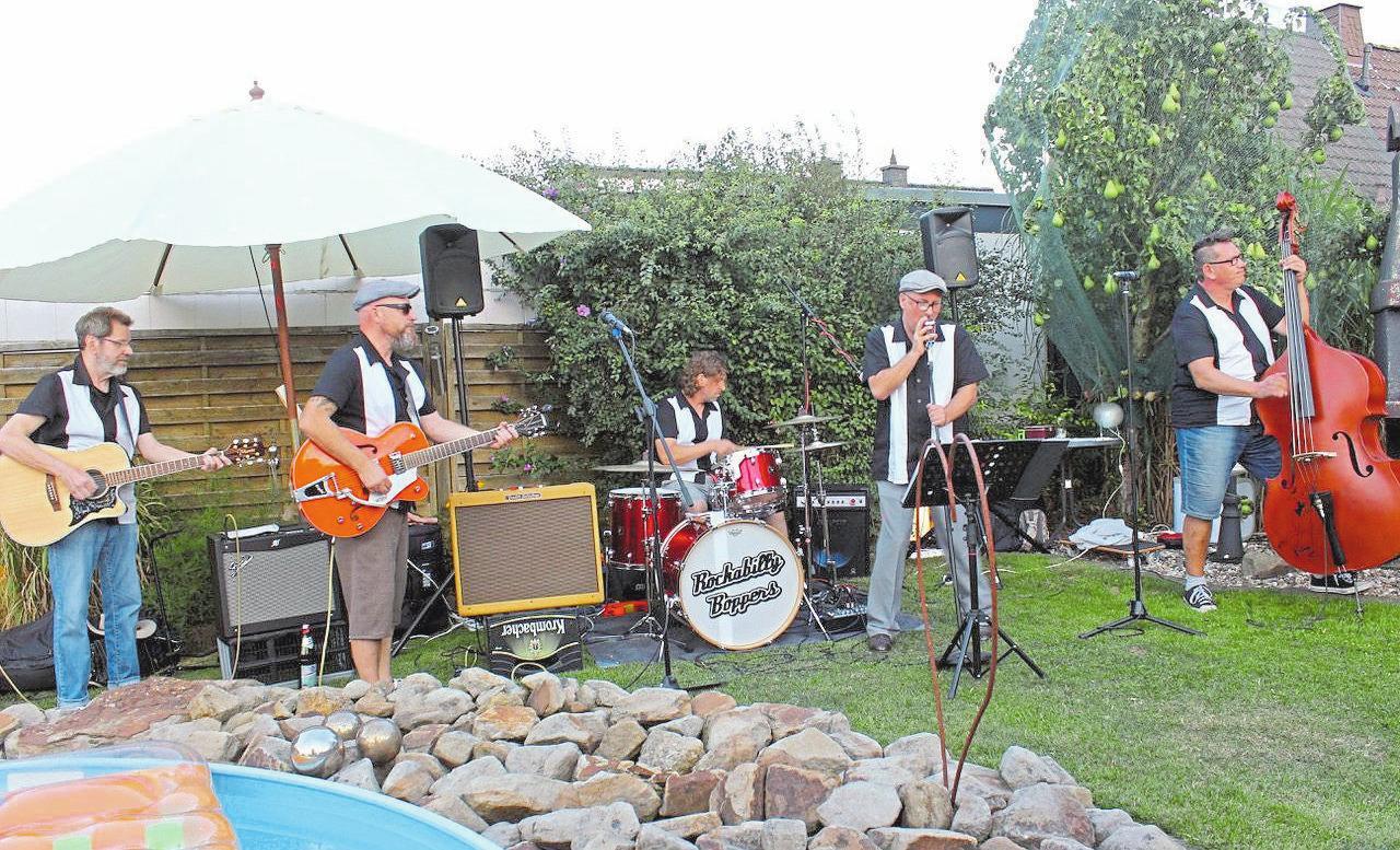 Die Rockabilly Boppers feiern Premiere auf der Bühne in der Lohnhalle. Ihr guter Ruf eilt ihnen jedoch voraus. Fotos: Stadtteilbüro Ahlen
