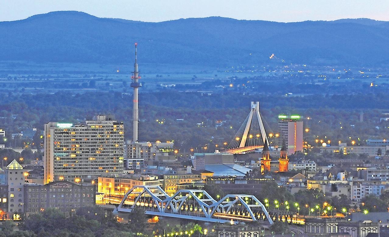 Hat seinen Zauber: Ludwigshafen – das Foto entstand 2014 – bietet attraktive Standortfaktoren, die die Tischrunde ins rechte Licht rücken will. ARCHIVOTO: KUNZ