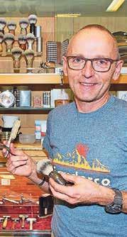 Thomas Künzi rasiert sich selbstverständlich mit Pinsel und Messer.