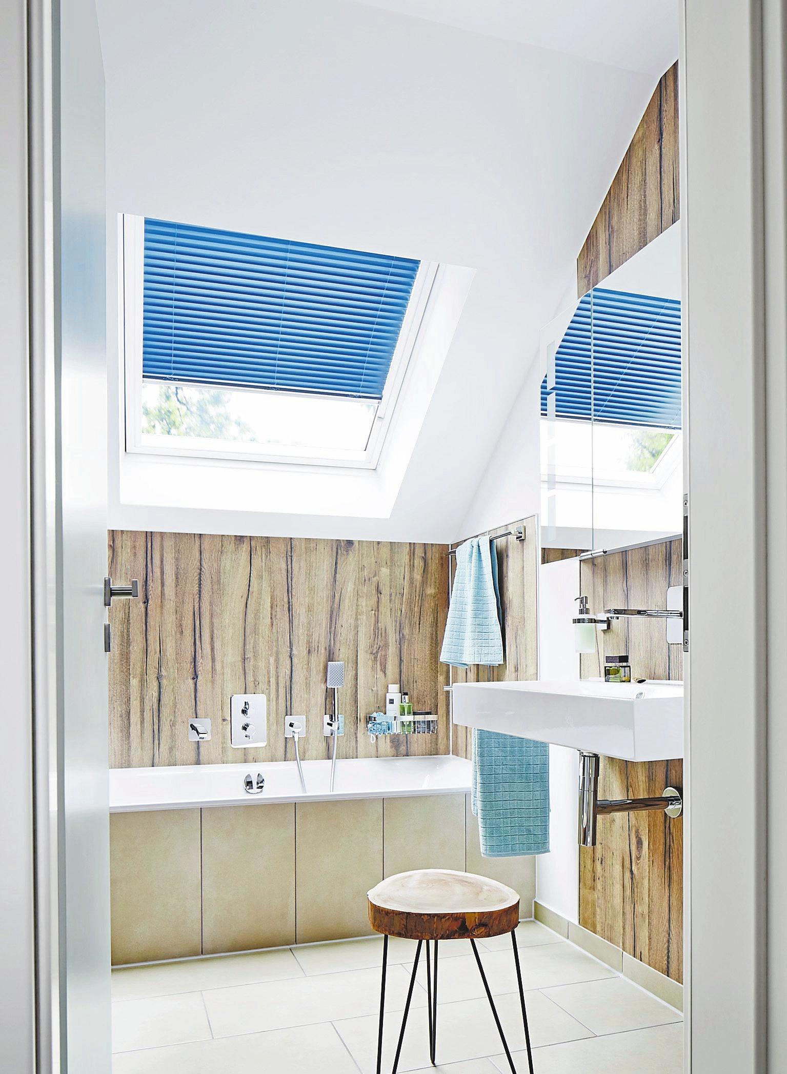 Natürlich sollte auch das Badezimmer unter dem Dach über ein Fenster verfügen. Foto: Velux