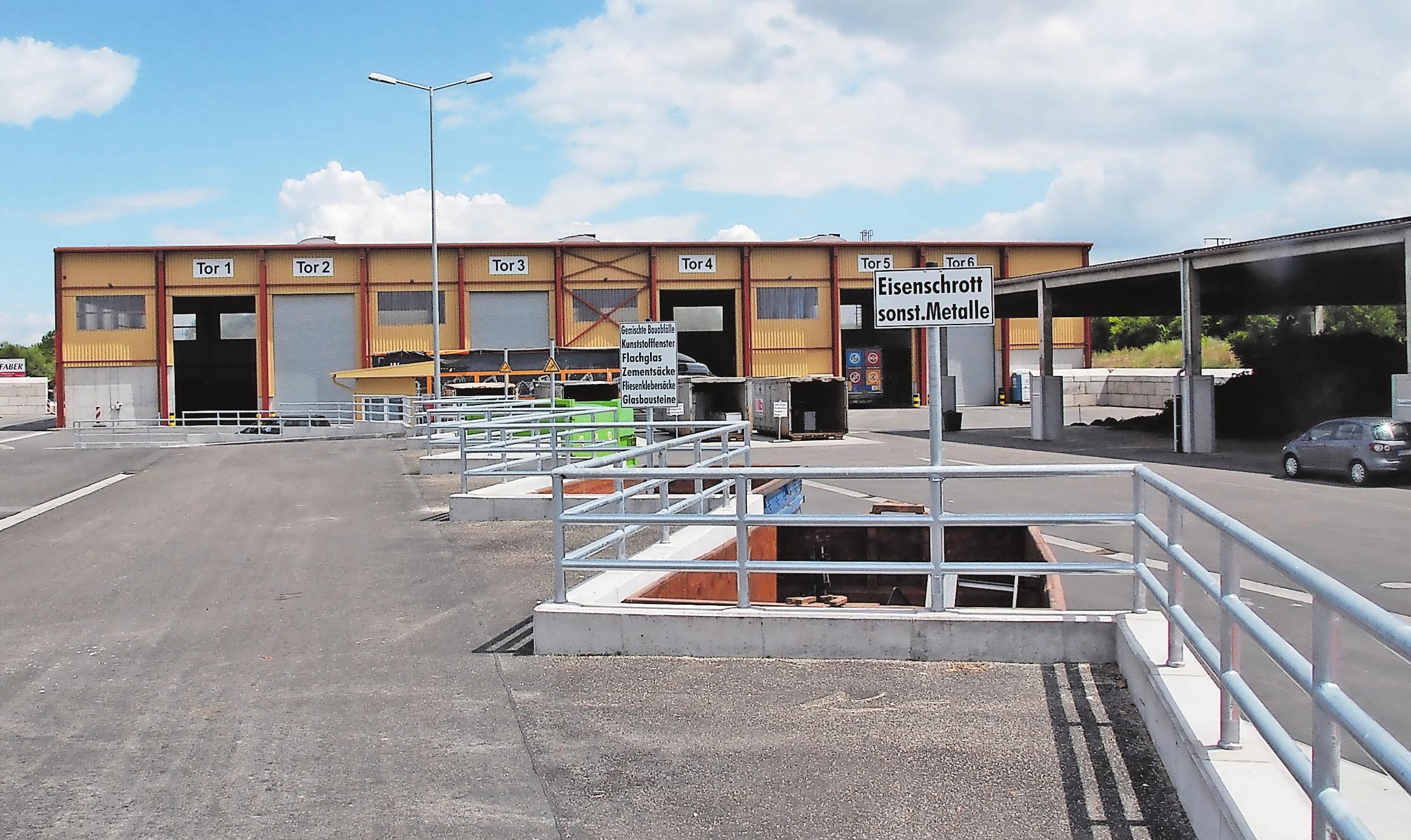 Die beiden Wertstoffwirtschaftszentren sind Wertstoffhöfe und Anlaufstellen für alle, die Abfälle direkt anliefern wollen. Fotos (2): KV SÜW