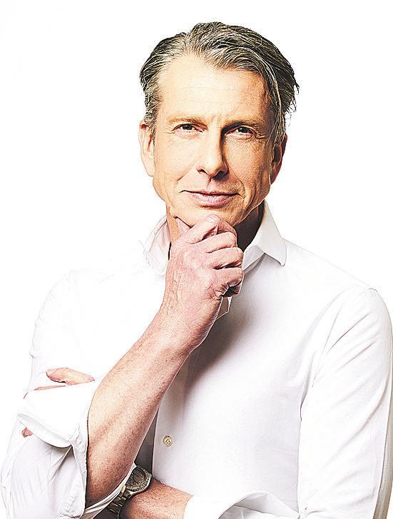 Dr. Oliver Meyer-Walters ist Facharzt für Plastische und Ästhetische Chirurgie in Hamburg-Rotherbaum
