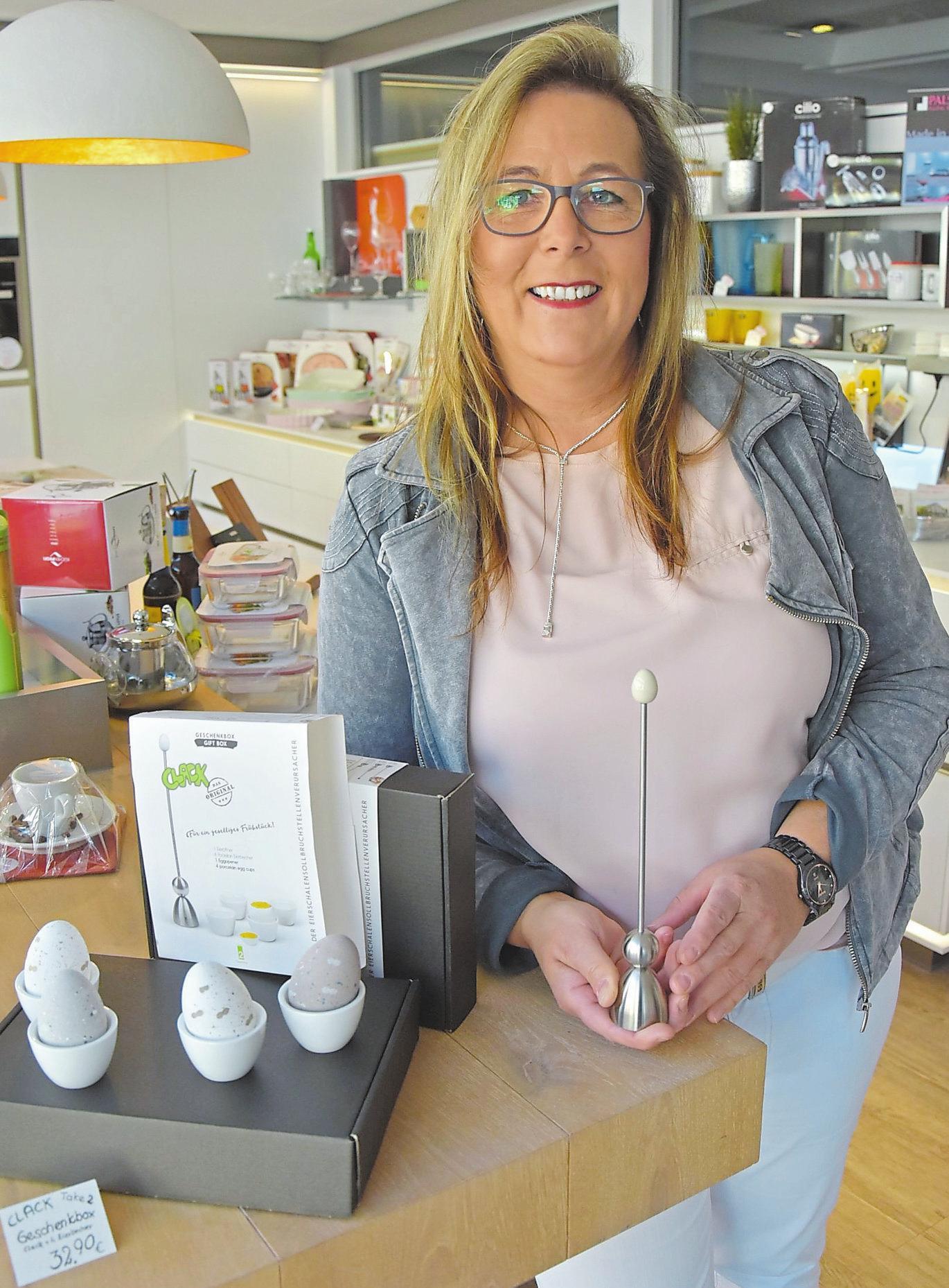 Showroom-Mitarbeiterin Monika Grühsinger schwört auf den Eierköpfer von Take Two.