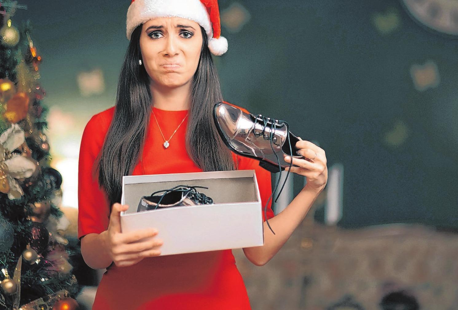 Da ist jemand ganz und gar nicht glücklich mit seinem Geschenk. Beim Umtausch kommt es auf die Kulanz des Händlers an. FOTO: NICOLETA IONESCU/SHUTTERSTOCK.COM