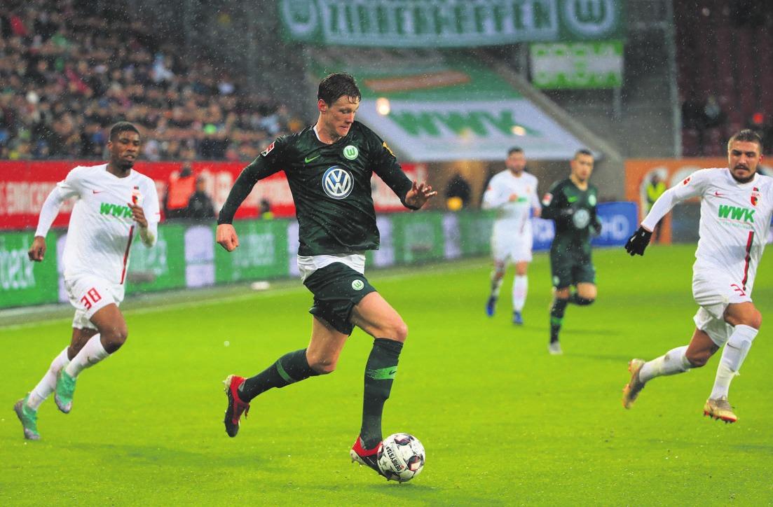 Wout Weghorst und der VfL siegten auch in Augsburg. Foto: regios24/Philippe Ruiz