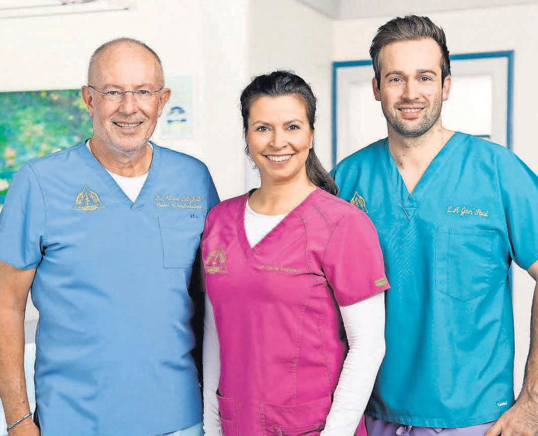 Im Team stark für die Patienten: Dr. Klaus Lotzkat (von links), Zahnärztin Louisa Küppers und Zahnarzt Jan Paul.