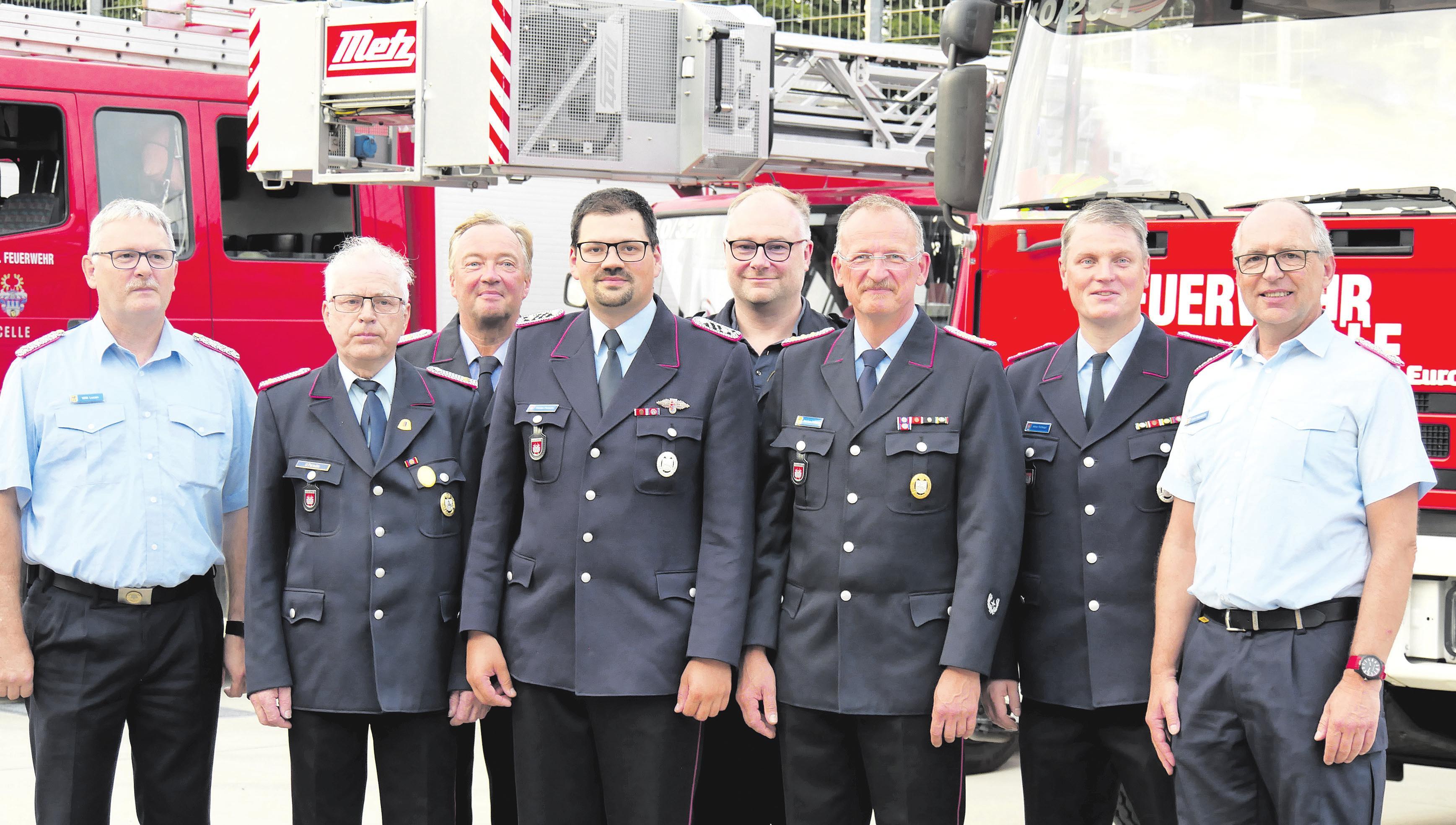 Willi Lucan (von links), Ulrich Persuhn, Bernd Müller, Florian Persuhn, Mathias Marsh, Kai-Uwe Pöhland, Arne Rehkopf und Dirk Heindorff. Foto: Feuerwehr Celle