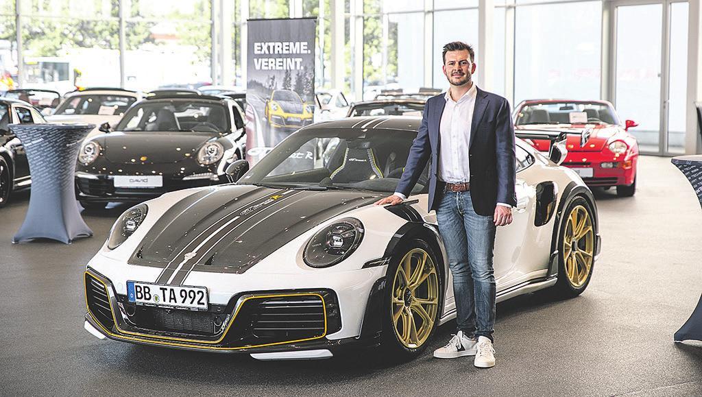 Benjamin David mit dem auf 87 Modelle limitierten TECHART GTstreet R. Der Supersportwagen basiert auf dem Porsche 911 Turbo S