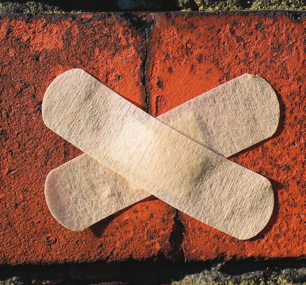 Bereits kleine Risse können langfristig zu kostenintensiven Schäden am Haus führen