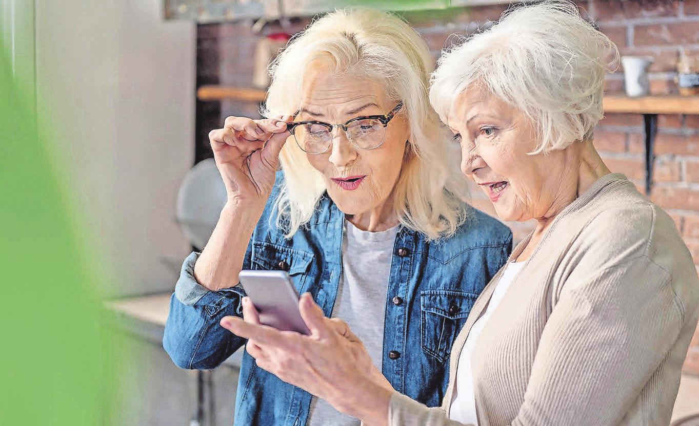 Praktischer Begleiter: Mit dem Smartphone Dinge von unterwegs erledigen. Foto: Yakobchuk Olena/stock. adobe.com/ emporia/akz-oCaption