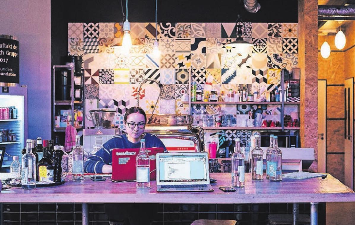 Ein räumlich wichtiger Baustein der Foundation ist ein Co-Working Space in der Bielefelder Altstadt.Im so genannten Pioneers Clubs machen die Start-ups ihre ersten Businesserfahrungen in kreativer Atmosphäre.