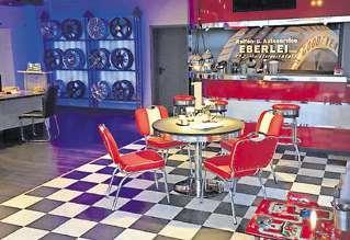 Stylisch: Der Wartebereich ist im US-Diner-Style gestaltet. © Eberlei