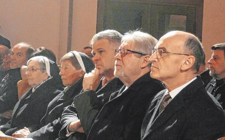 Viele Ehrengäste waren geladen: (von links) Die Ordensschwestern Iris und Pernela, Landtagsabgeordneter Steffen Vogel, Zweiter Bürgermeister Gerhard Zösch und Landrat Wilhelm Schneider.