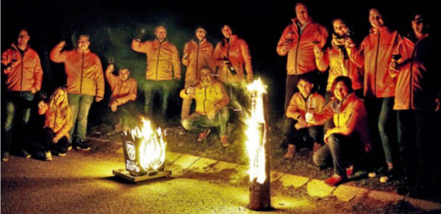 Die Bretzfelder Wengerter brennen schon auf ihr heißes Wochenende. Im Vorfeld haben sie sich effektvoll in Szene gesetzt. Foto: privat