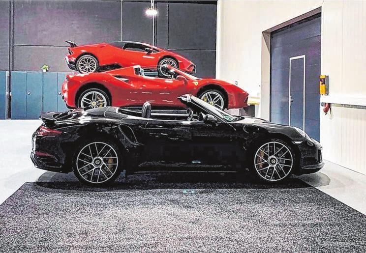 Das Car-Resort der Genusswerkstatt bietet eine erstklassige Privatgarage mit 50 Einstellplätzen und exklusivem Service für den eigenen Young- oder Oldtimer.