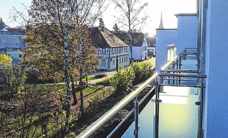 Jedes Zimmer verfügt über einen eigenen Balkon. Die Aussicht dürfte den Mietern sicher gefallen. FOTO: HANS-PETER HEPP