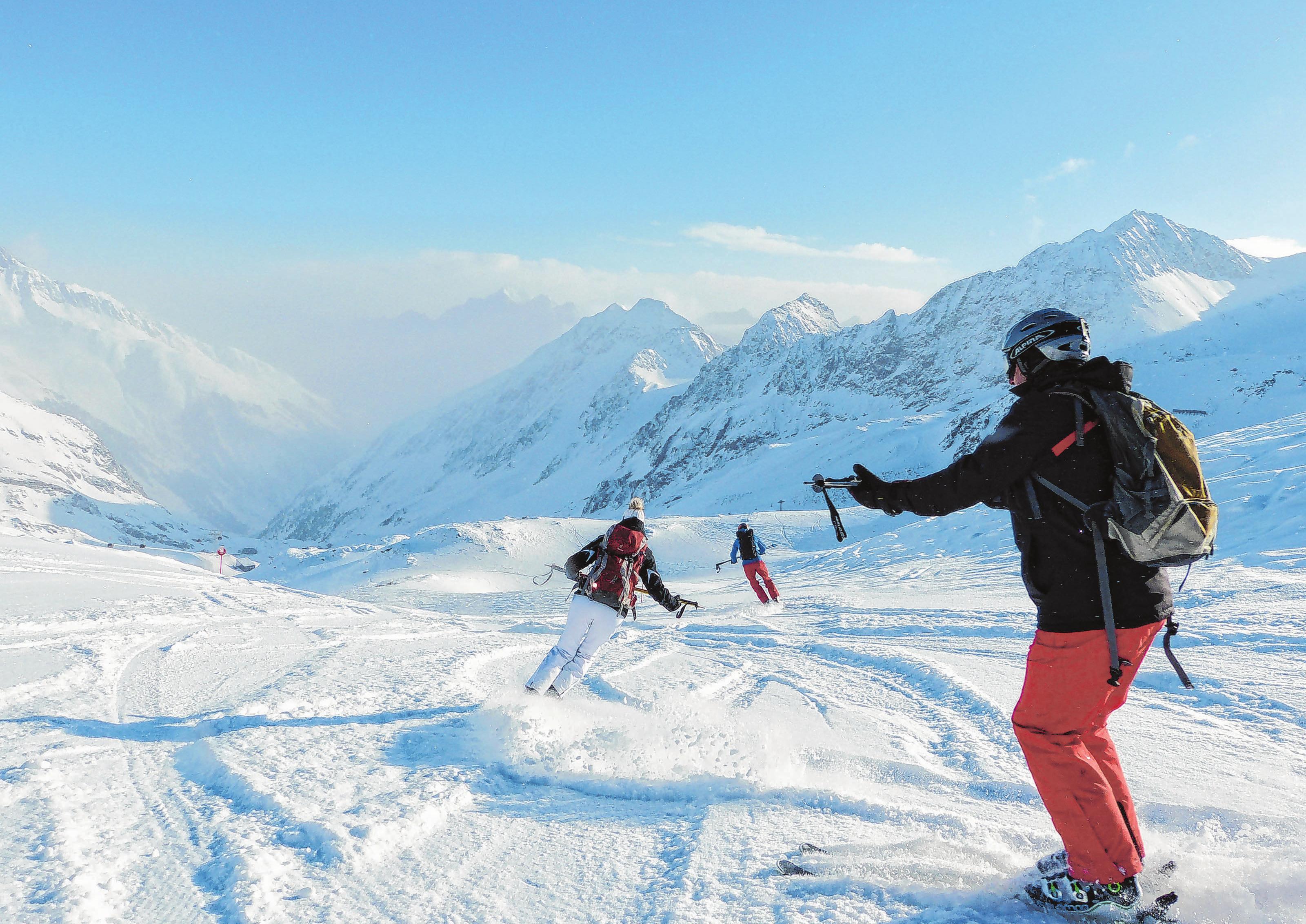 Skifahren lernen bei bestem Wetter: So sollte ein Skikurs aussehen. Fotos: Florian Sanktjohanser/dpa-mag