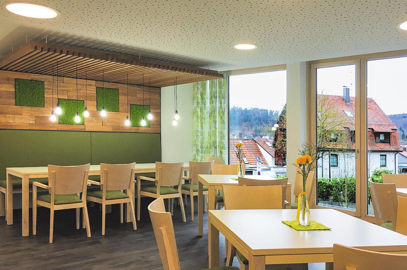 Im Aufenthalts- und Essraum kann gemeinsam gespeist werden. Fotos: AGW Architekten
