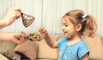 Kinder bekommen traditionell viele Süßigkeiten zum Zuckerfest.