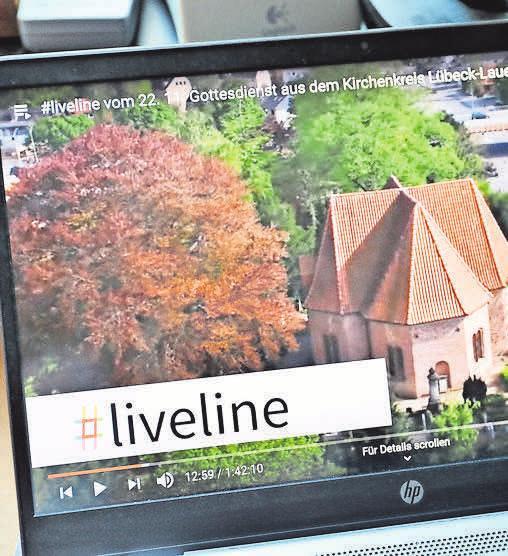 Gottesdienste lassen sich auch online ins Haus holen. Fotos: Biller
