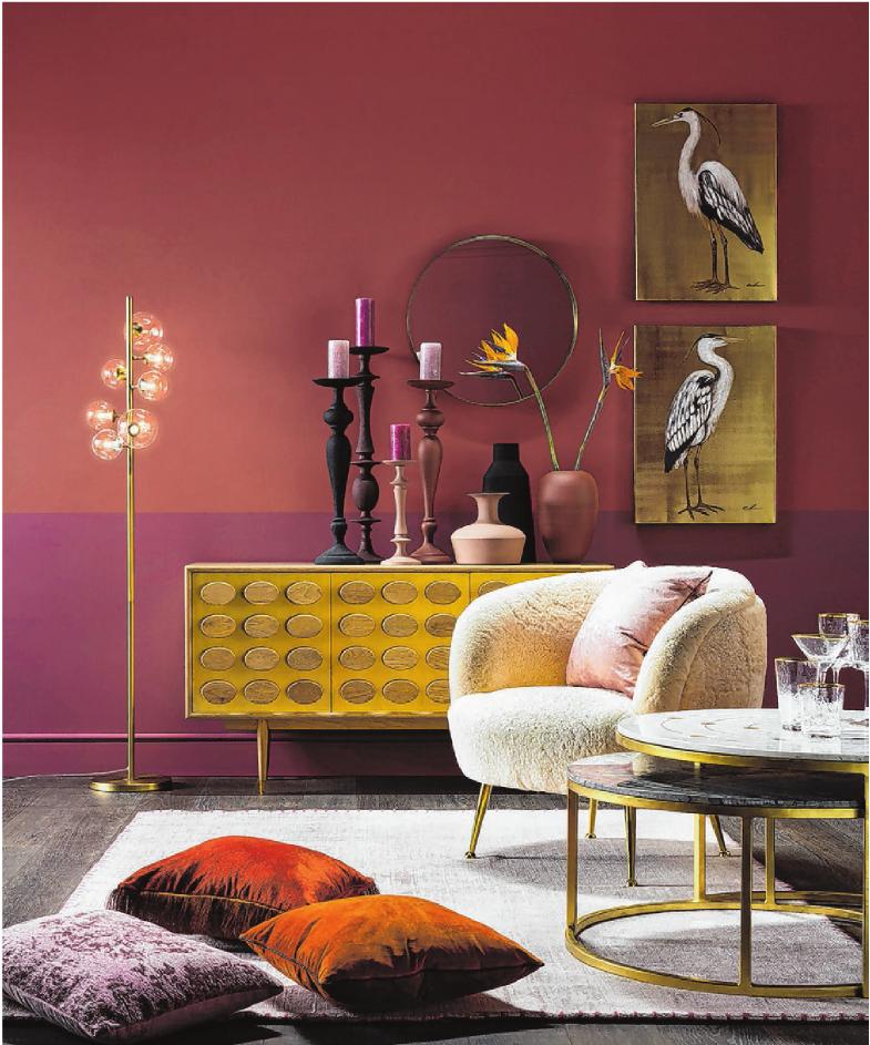 Wer in seinem Wohnzimmer Kissenmeere auslegen möchte, sollte beachten: Maximal zwei Kissen können gleich aussehen, der Rest wird nach Lust und Laune zusammengestellt.KARE Design/VDM/dpa-tmn