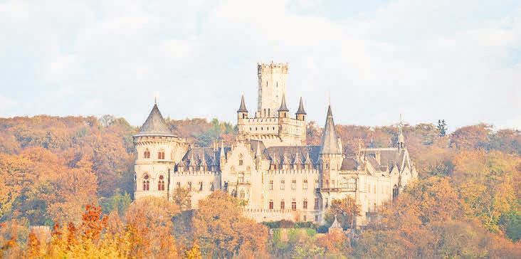 Herbstlich geschmückt thront das Königsschloss auf dem Marienberg. Foto: Patrice Kunte (MA)