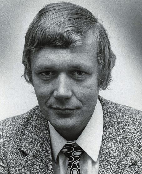 Damals trug er noch Krawatte: Carlo von Tiedemann anno 1969 als Reporter in Norderstedt. FOTO: LAU