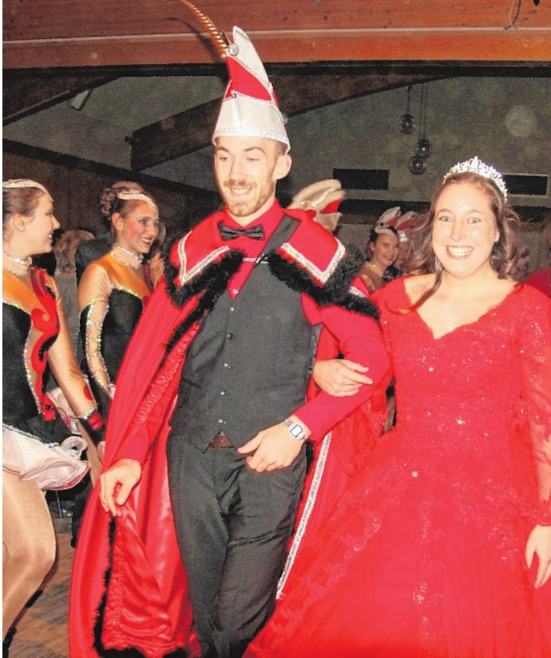 Konrad Nehm und Julia Sieber sind das neue Prinzenpaar des Höpper-Elfers.         FOTO: HARTMUT HESS
