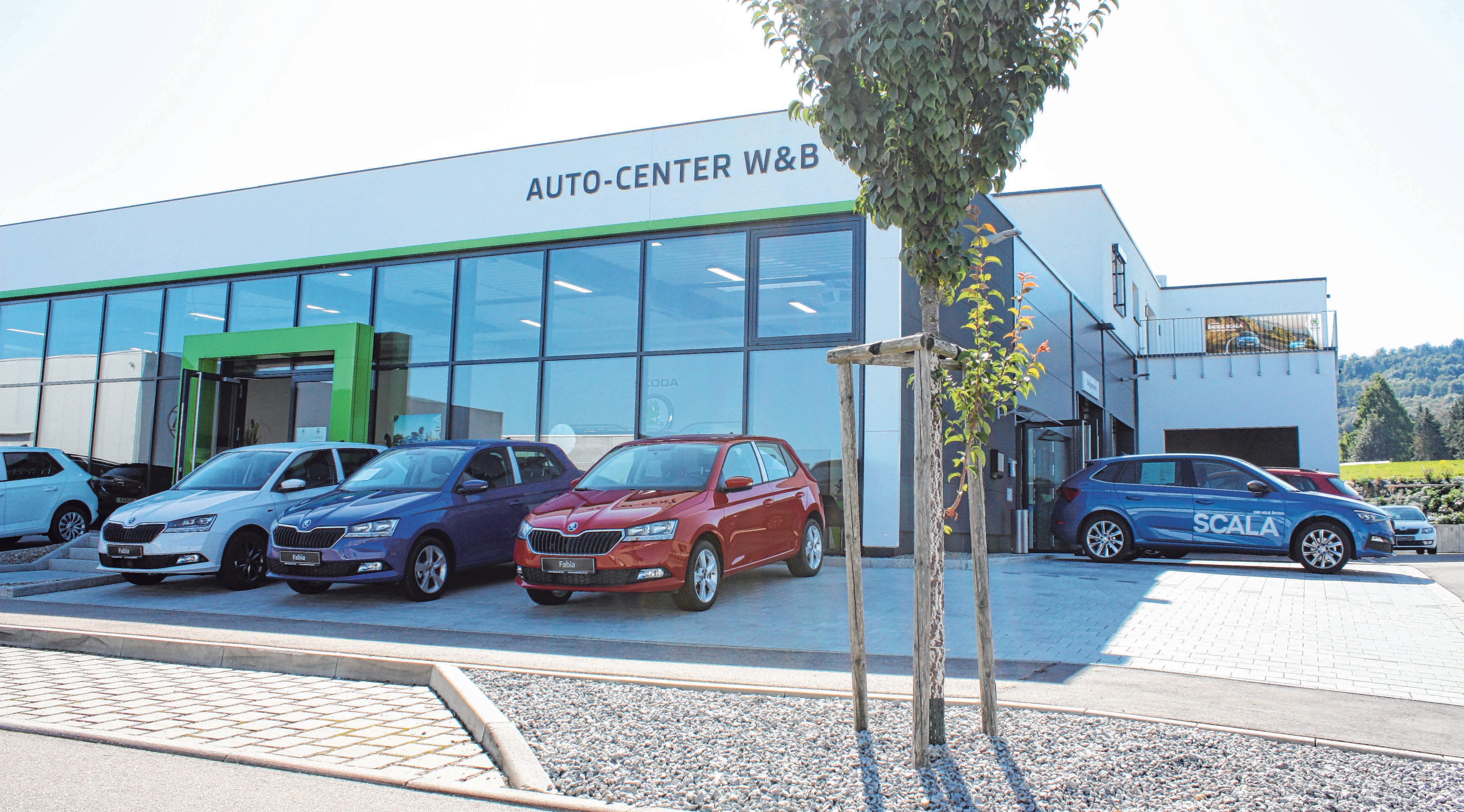 Ohne Schörkel, modern und hell, präsentiert sich das Skoda W&B Autocenter in der Willy-Messerschmitt-Straße in Essingen. Fotos: Jürgen Blankenhorn
