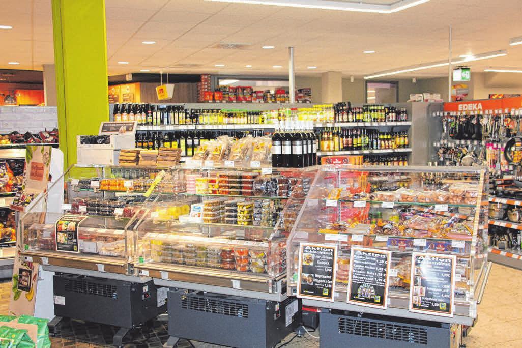 In den Kühltruhen finden Kunden Beeren, griechische Köstlichkeiten und spezielle Angebote. FOTO: CHRISTINE MARTIN