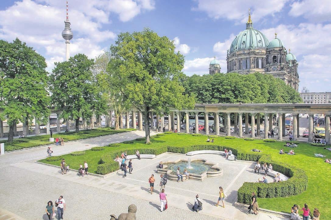 Der Kolonnadenhof auf der Museumsinsel Berlin ist ein an drei Seiten von Säulengängen umschlossenes Freigelände. Foto: visitBerlin/Wolfgang Scholvien