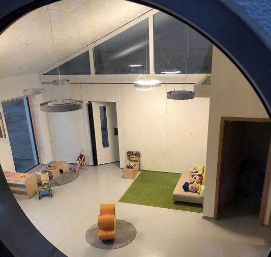 Neue Betreuungsplätze für die Krippenkinder in Kirchentellinsfurt: Der Kindergarten Regenbogen in der Kirchfeldstraße 9 hat einen neuen Anbau bekommen. Bild: Riehle+Assoziierte