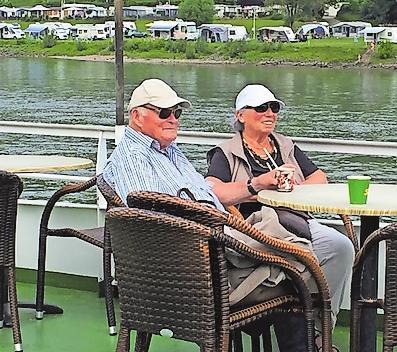 Entspannt:mit der Familie das Rheinufer gemütlich erkunden, wenn lange Fußwege zu weit sind. Foto: Sabine Demirci