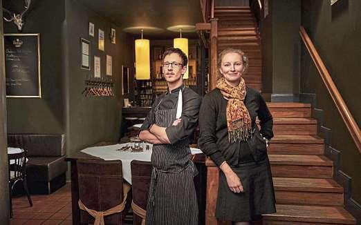 Gastronomie mit Leidenschaft: Thorsten Mollenhauer, Küchenchef im Lüneburg-Haus, und Inhaberin Christina Mann. FOTO: PEPE LANGE