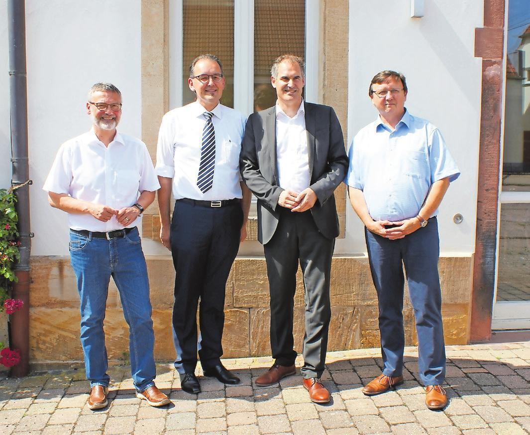 Landrat Dietmar Seefeldt (2.v.r.) mit den Kreisbeigeordneten Kurt Wagenführer, Georg Kern und Ulrich Teichmann (v.l.n.r.). Foto: KV SÜW