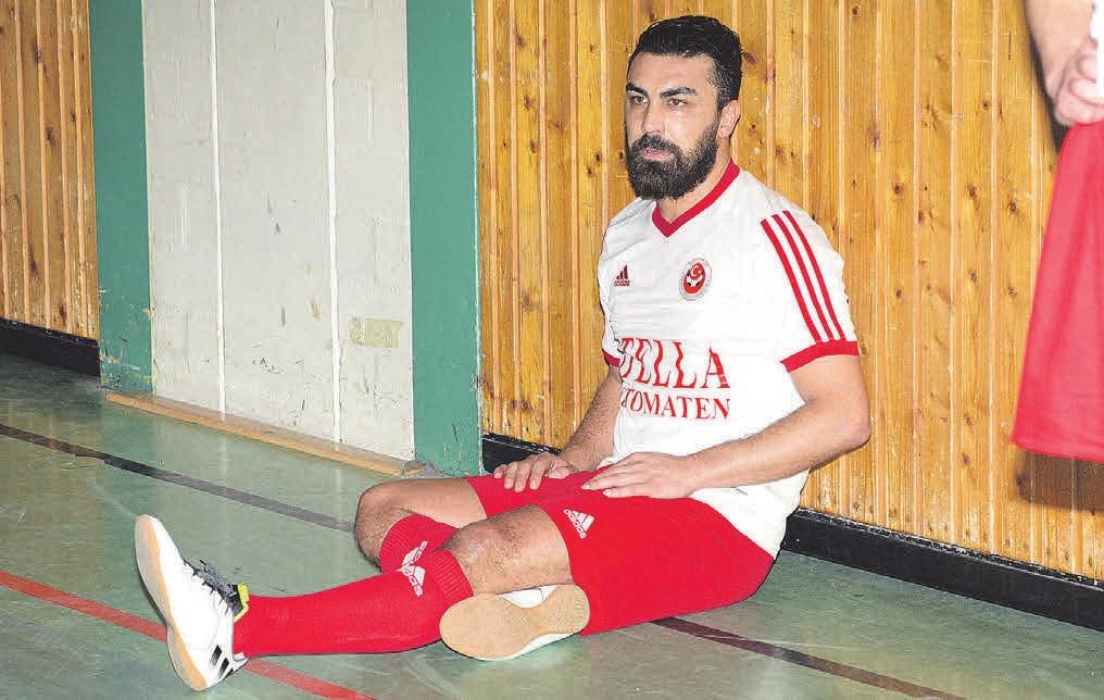 Niyazi Sarier vom SV Türkay Sport Garbsen musste im vergangenen Jahr kurzzeitig enttäuscht an der Bande Platz nehmen.