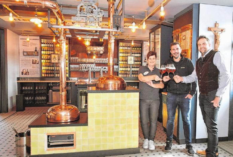 Die beiden Sommeliere Claudia Leichtle und Benjamin Felka mit Thomas Graf, dem Leiter der BrauereiWirtschaft.