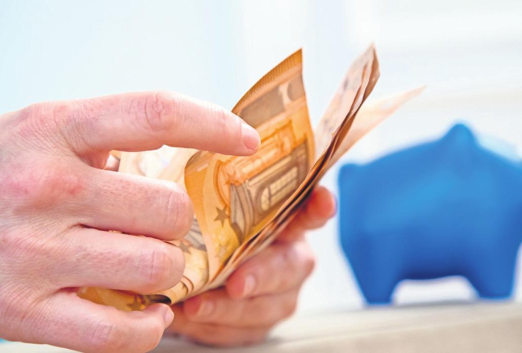 Vermögenswirksame Leistungen können Arbeitnehmer über ihren Chef abschließen. Er hilft, Ersparnisse aufzubauen. Doch wer Elterngeld bekommen möchte, sollte die Konditionen genauer studieren. FOTO: CHRISTIN KLOSE/DPA-TMN