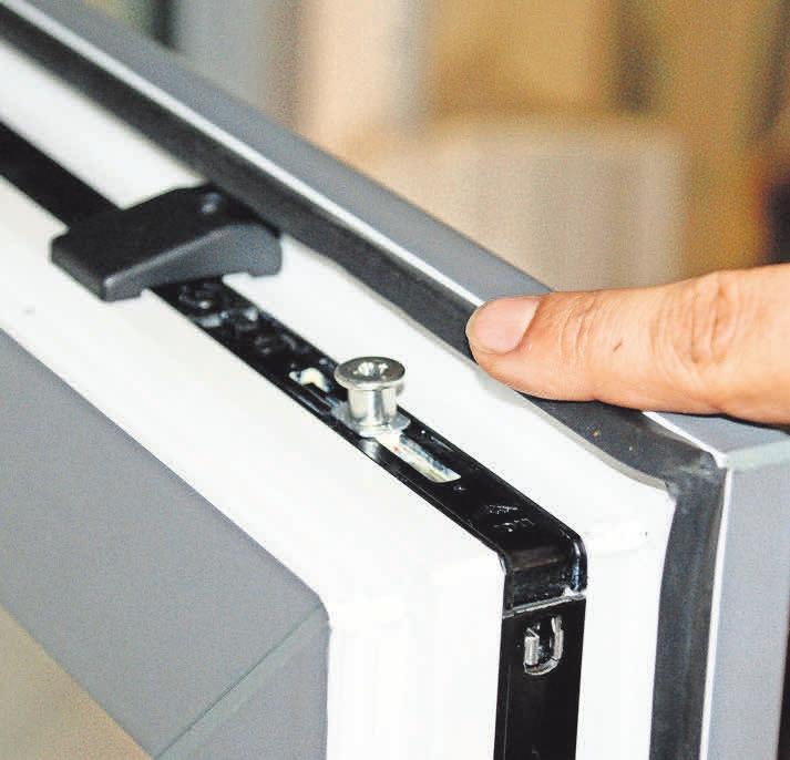 Bölsche Glas- und Bauelemente setzt auf nachrüstbare Pilzkopfzapfen, die das Aufhebeln von Fenstern erschweren.