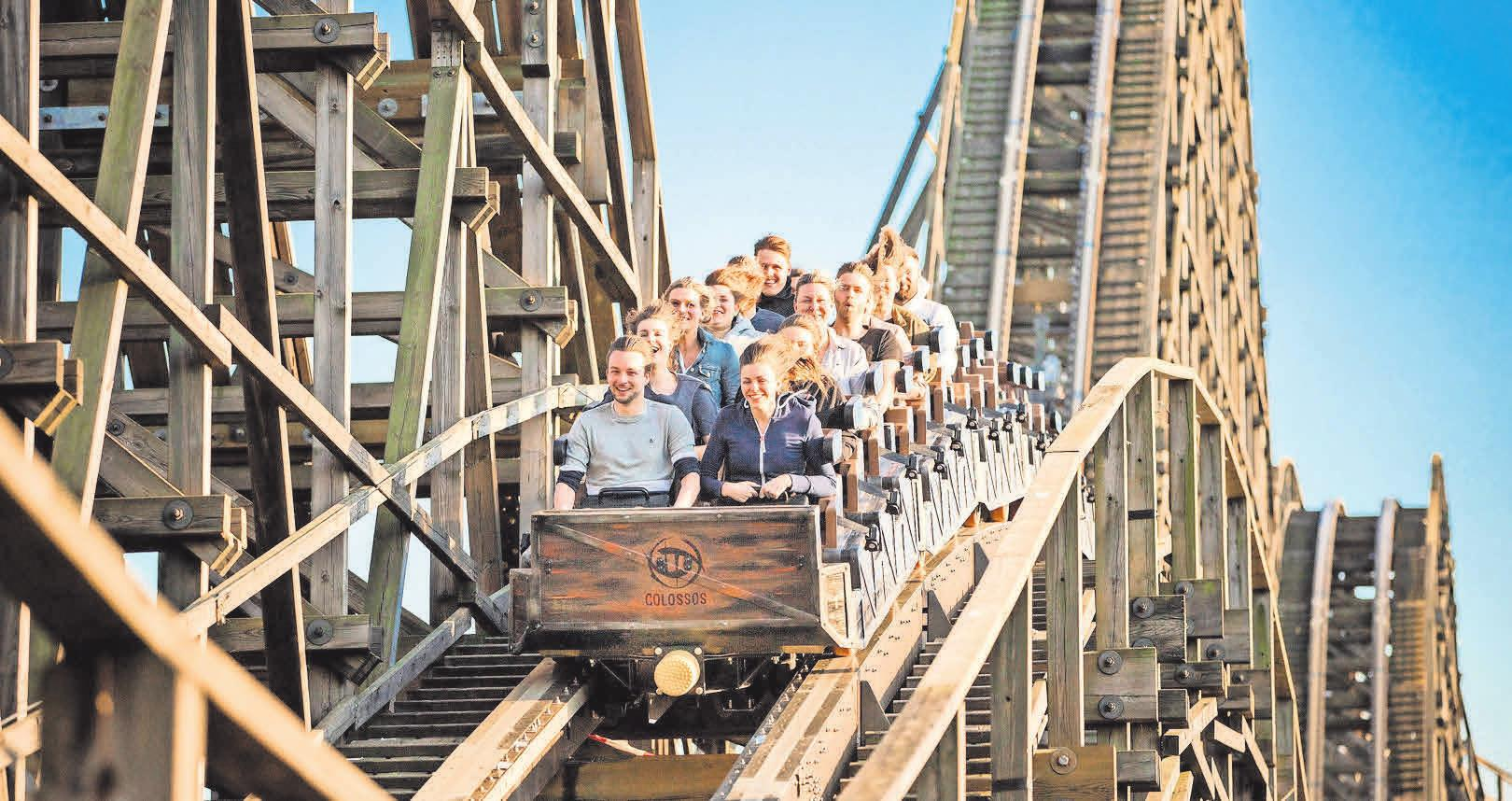 Die Achterbahn Colossos – Kampf der Giganten ist eines der Highlights im Freizeitpark. Foto: Heide Park Resort