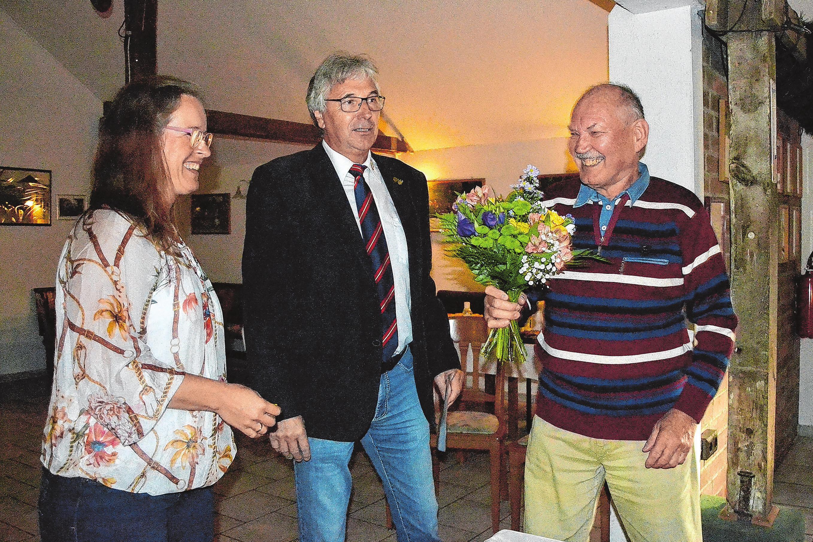 Geburtstagskind: Die Glückwünsche gehen an Altmeister Ulrich Ehling (r.) zu seinem 77. Geburtstag.