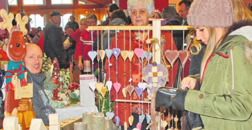 Die Vielfalt der auf dem Weihnachtsmarkt angebotenen Dinge lässt keine Wünsche offen.
